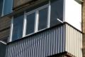 zasteklit balkon lodzhiyu metaloplastikovymi oknami interesno ot komfort