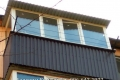 zasteklit balkon lodzhiyu metaloplastikovymi oknami vygodno