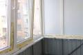 zasteklit balkon lodzhiyu plastikovymi oknami ekonomno