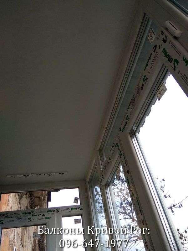 zasteklit balkon lodzhiyu metaloplastikovymi oknami ekonomno