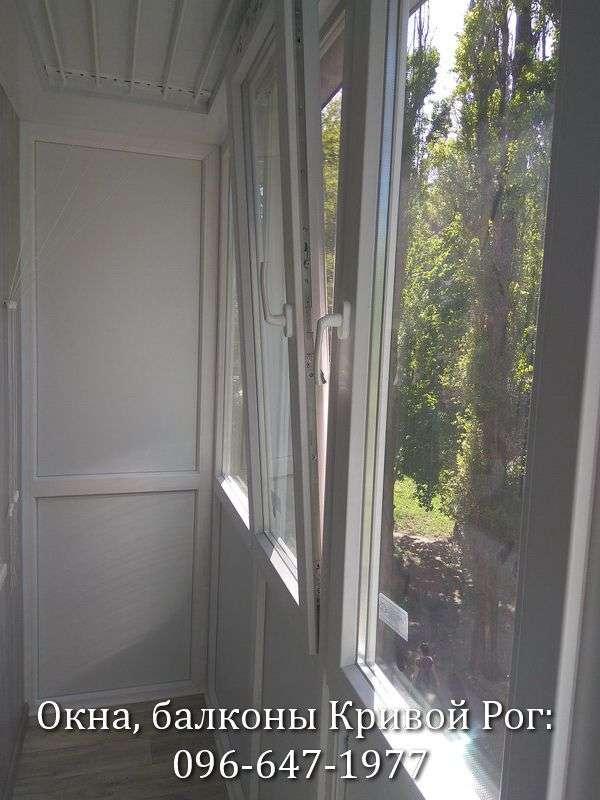zasteklit balkon lodzhiyu plastikovymi oknami