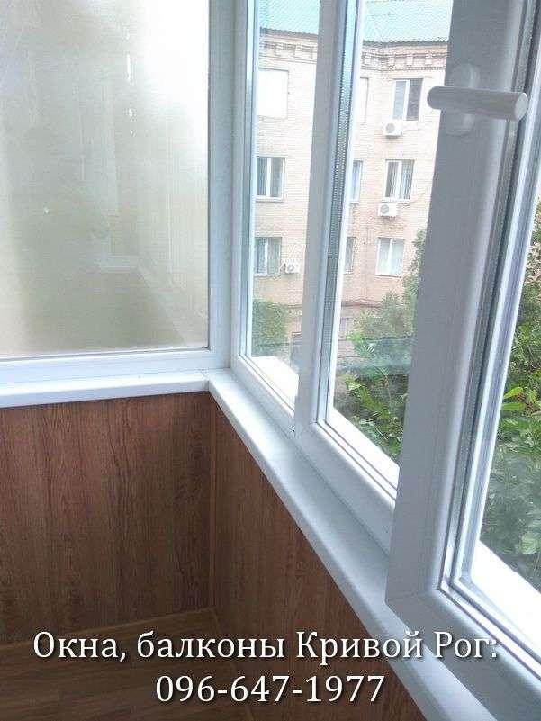 zasteklit balkon plastikovymi oknami