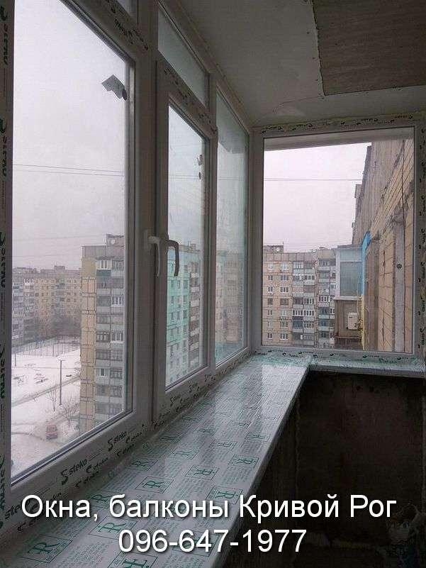 zasteklit balkon v brezhnyovke ot komfort