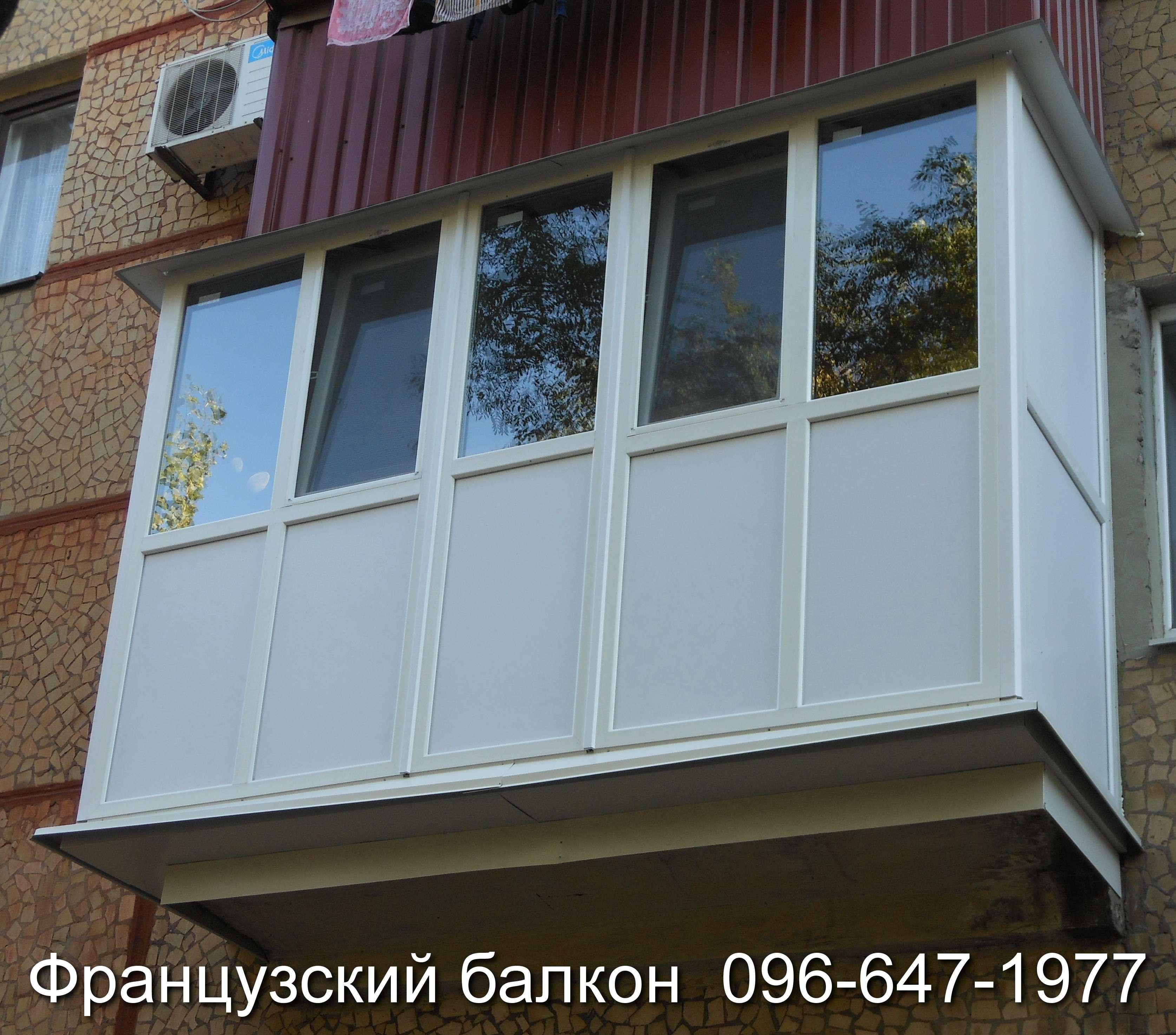 interesnoe osteklenie francuzskogo balkona i lodzhii ot komfort