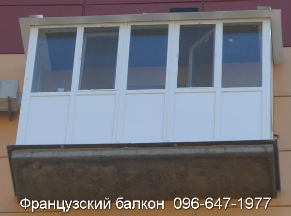 zasteklit francuzskij balkon lodzhiyu plastikovymi oknami