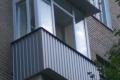 zasteklit balkon lodzhiyu metaloplastikovymi oknami nedorogo