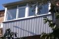 zasteklit balkon lodzhiyu metaloplastikovymi oknami vygodno ot komfort