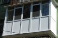 zasteklit francuzskij balkon v brezhnyovke ot komforta