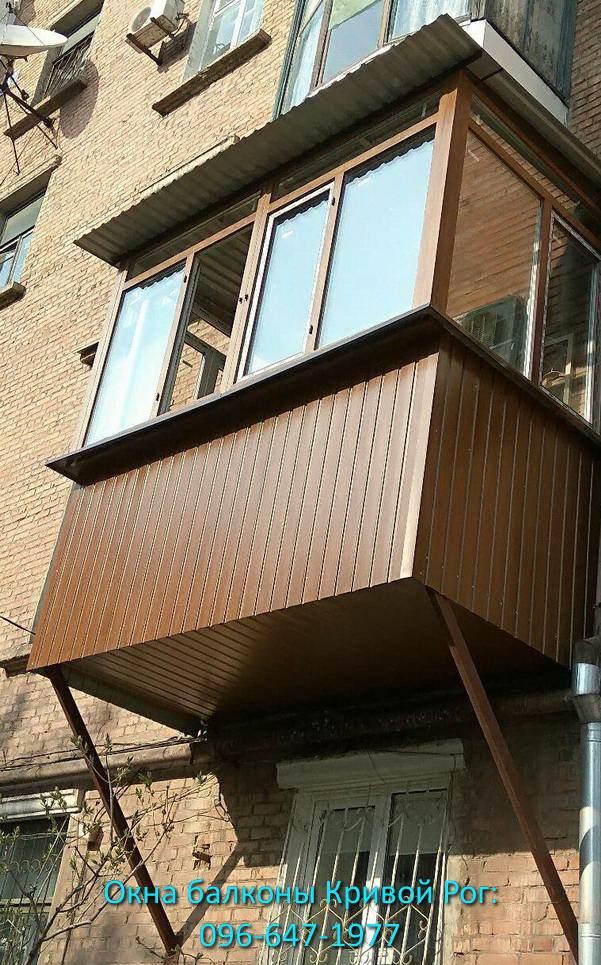 Балкон с обшивкой профлистом под цвет дерева