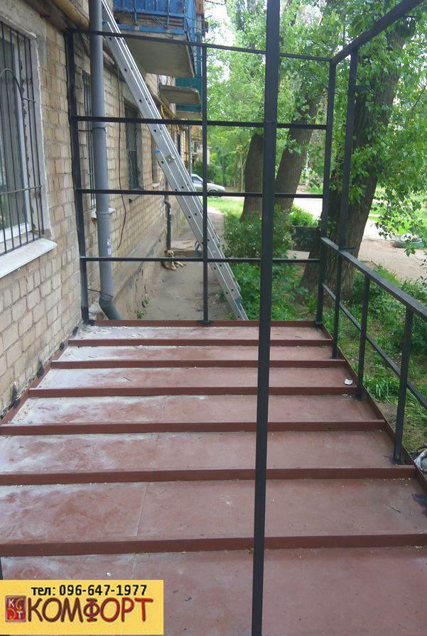 каркас пристроенного балкона